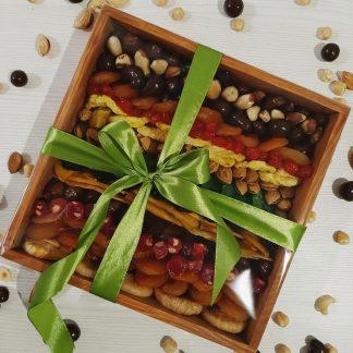 Подарочная ореховая коробка в упаковке