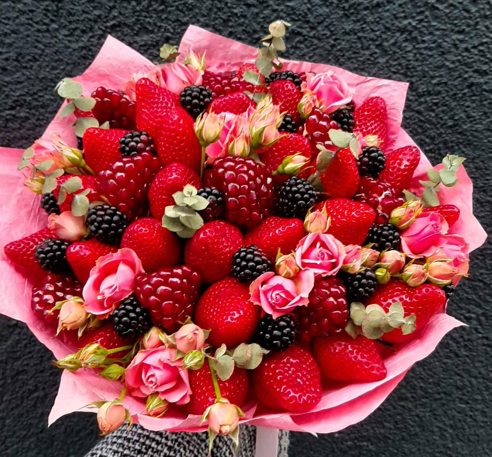 Клубничный букет с ягодами