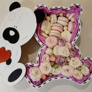 Мишка с макаруни и розами