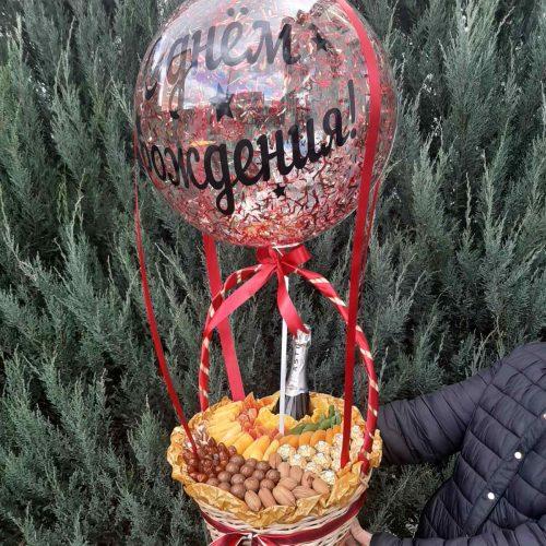 Заказать корзину с орехами и шаром