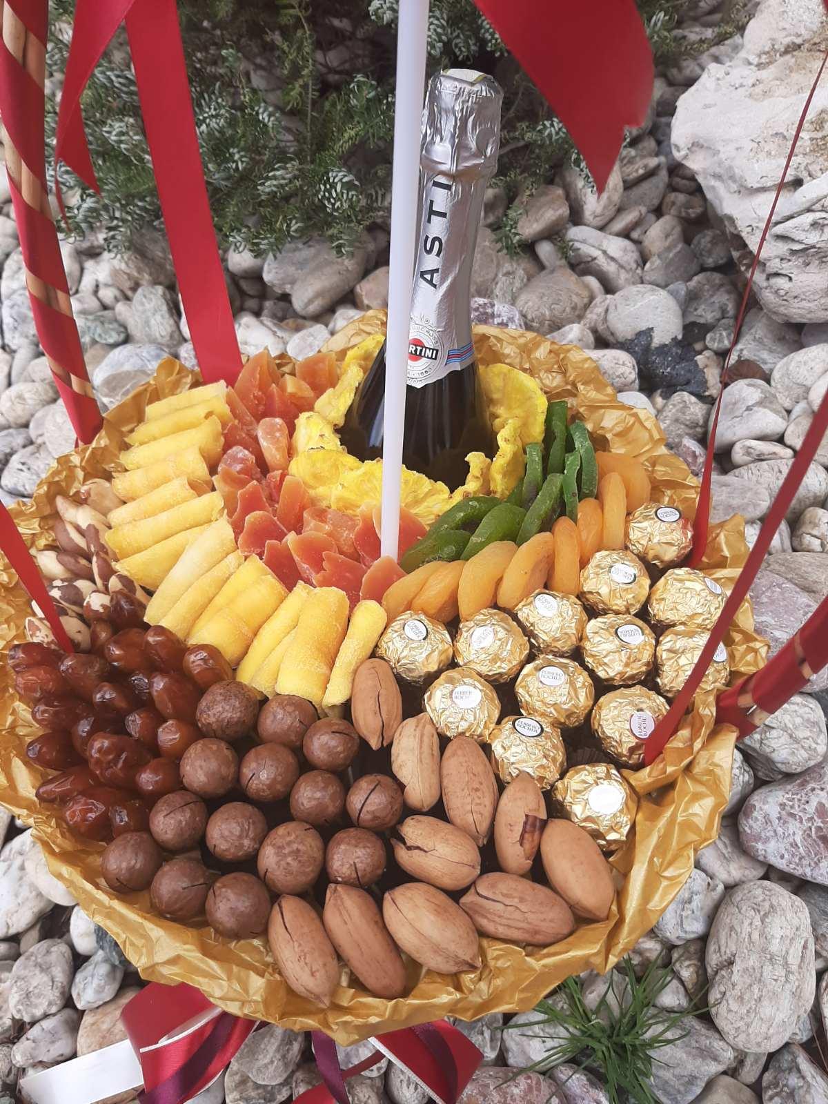 Заказать корзину с орехами