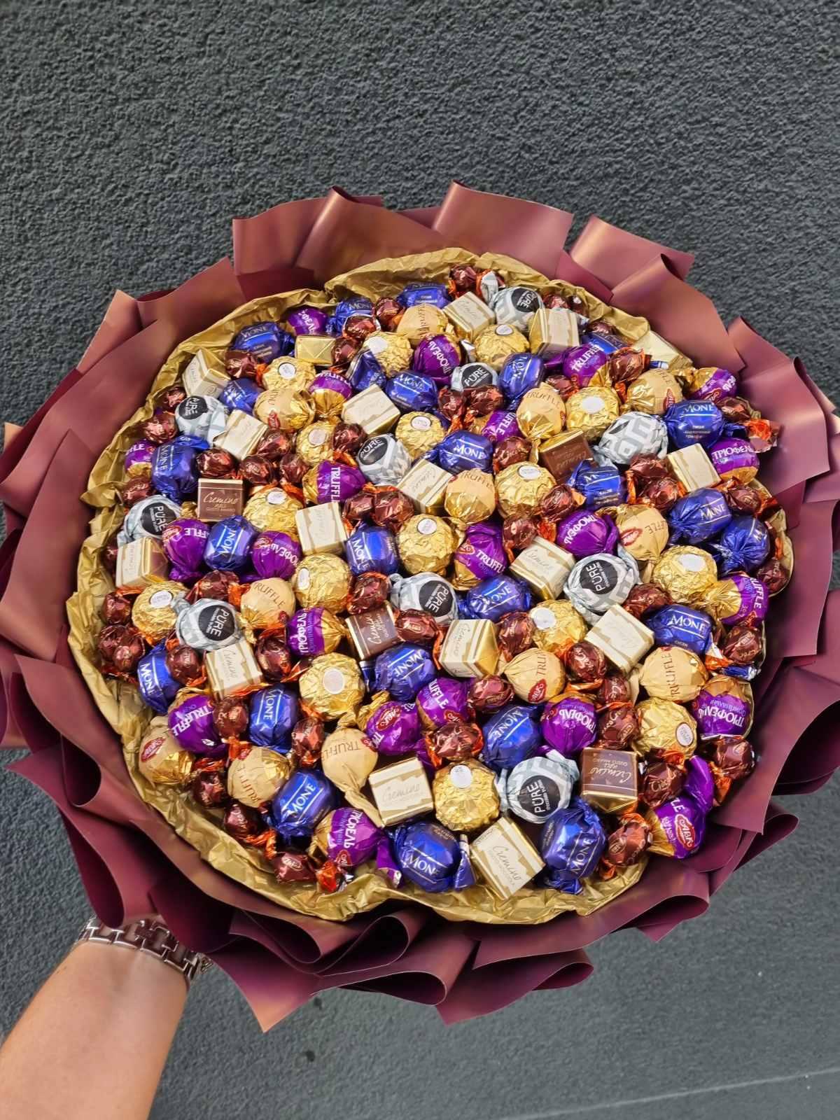 Заказать букет из конфет Киев