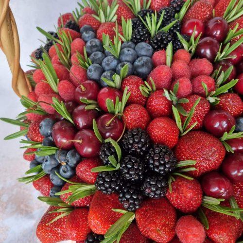 Заказать корзину с ягодами доставка