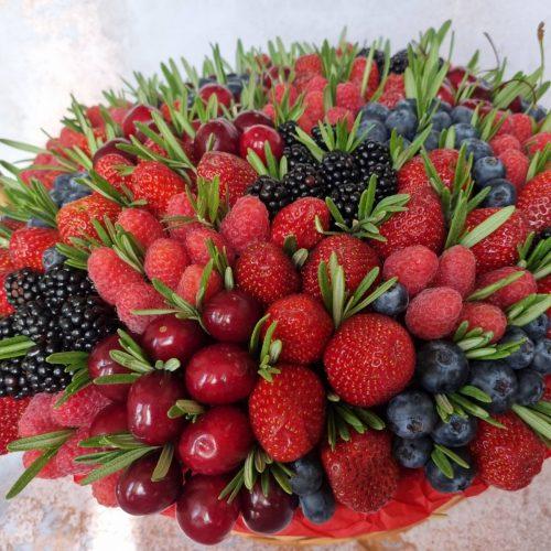 корзину с ягодами доставка