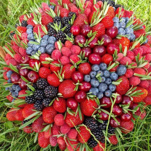 Заказать корзину с ягодами Киев