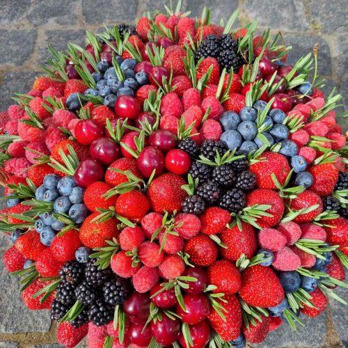 Заказать корзину с ягодами