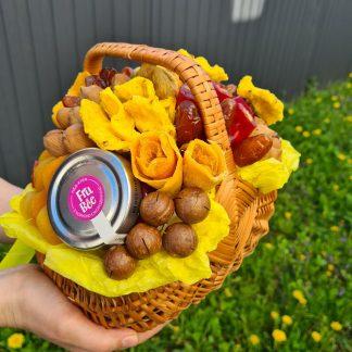 Купить корзину из орехов и сухофруктов.